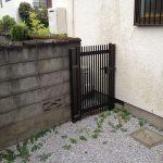 茶色の門扉がついてました